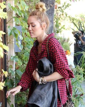 Mileycyrus1_120528